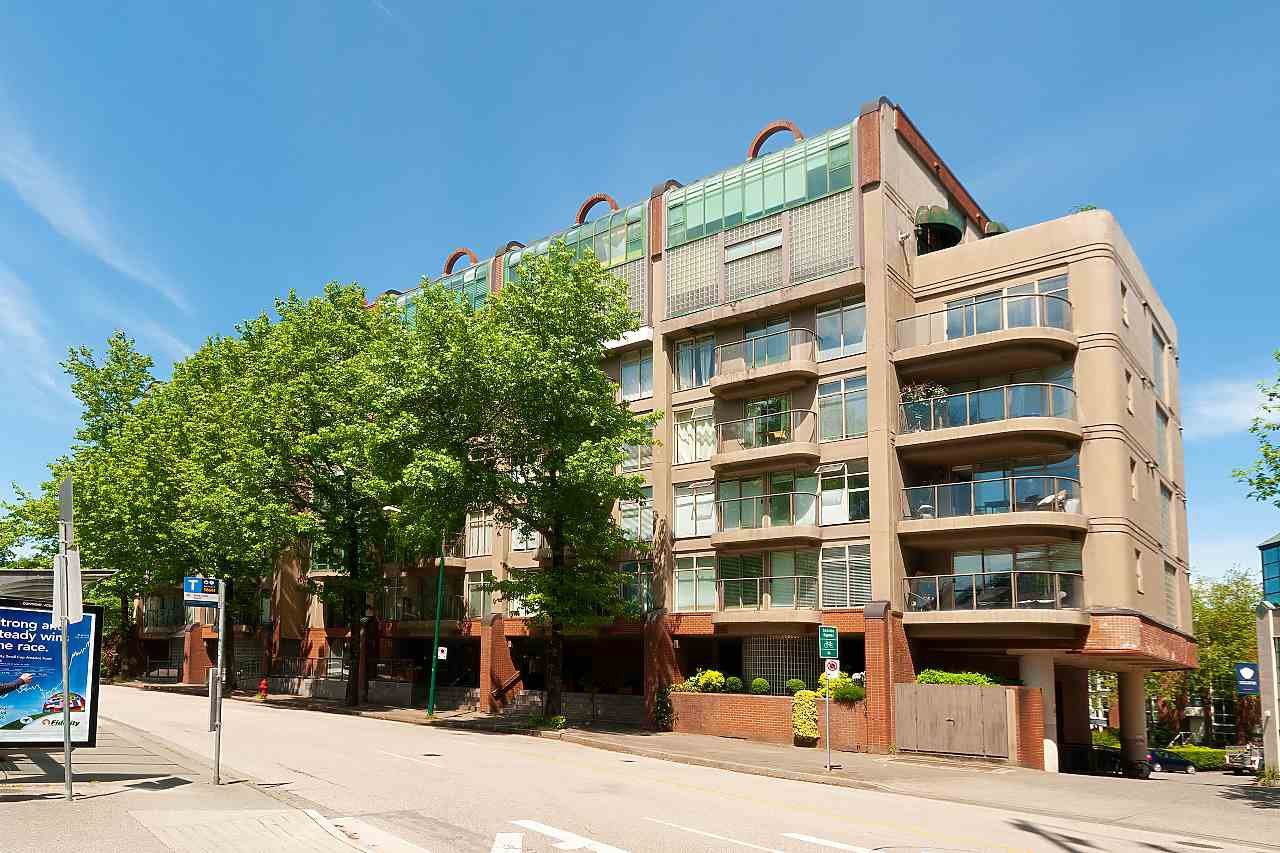 """Photo 19: Photos: 207 1515 W 2ND Avenue in Vancouver: False Creek Townhouse for sale in """"Island Cove"""" (Vancouver West)  : MLS®# R2429780"""