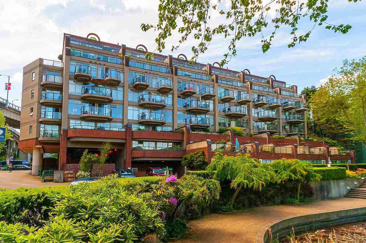 """Photo 18: Photos: 207 1515 W 2ND Avenue in Vancouver: False Creek Townhouse for sale in """"Island Cove"""" (Vancouver West)  : MLS®# R2429780"""