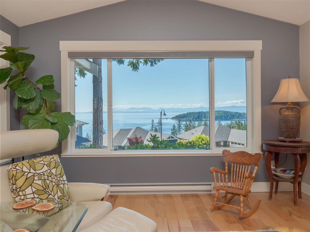 "Main Photo: 5557 PEREGRINE Crescent in Sechelt: Sechelt District House for sale in ""SilverStone Heights"" (Sunshine Coast)  : MLS®# R2492023"
