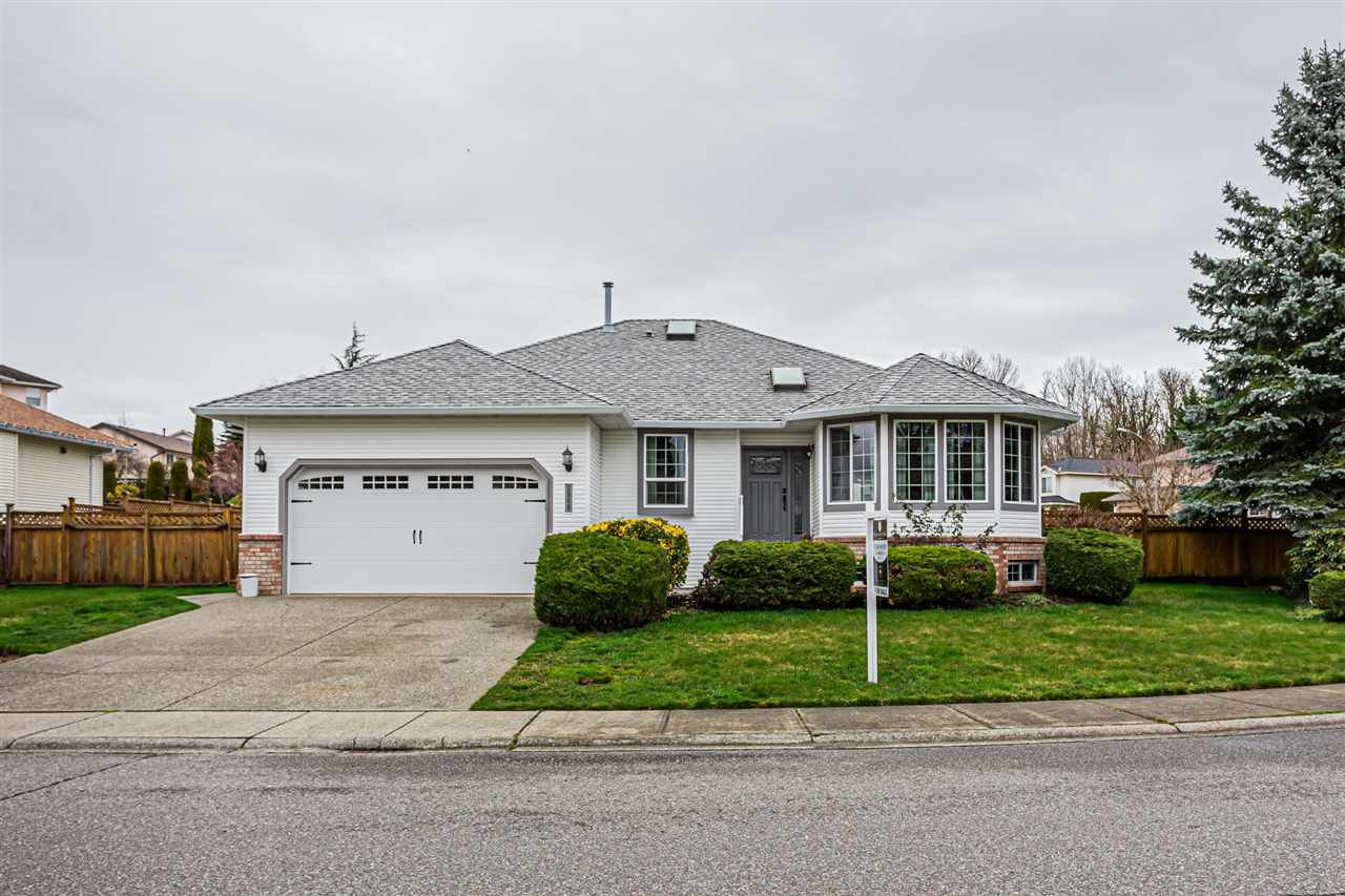 Main Photo: 2960 SOUTHERN Crescent in Abbotsford: Abbotsford West House for sale : MLS®# R2460034
