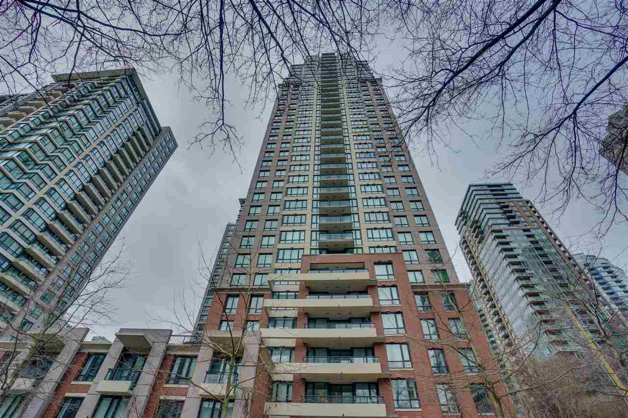 "Main Photo: 906 909 MAINLAND Street in Vancouver: Yaletown Condo for sale in ""YALETOWN PARK"" (Vancouver West)  : MLS®# R2492754"