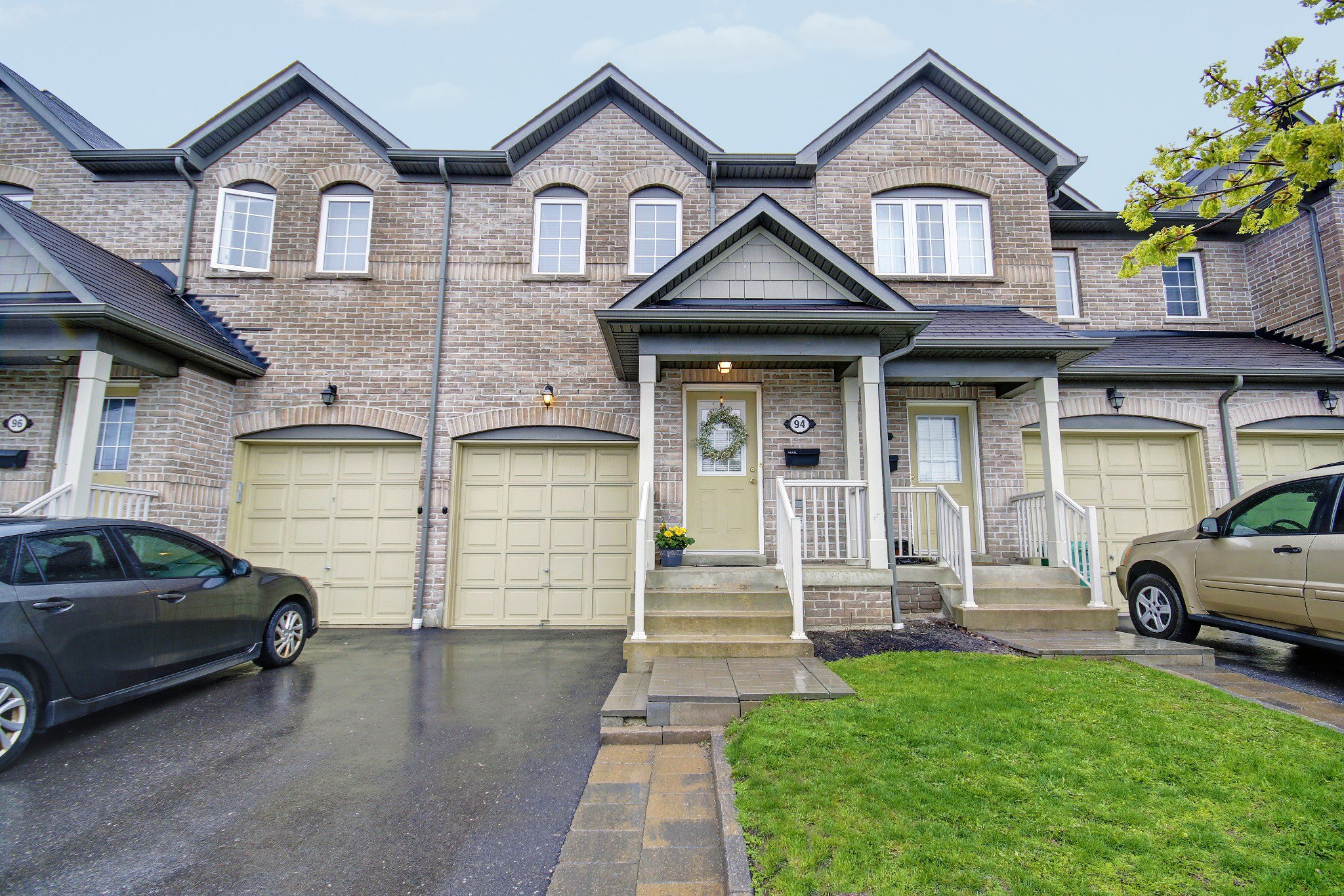 Main Photo: 94 Joymar Drive in Mississauga: Streetsville Freehold for sale : MLS®# W3788254