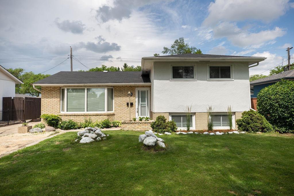 Main Photo: 85 Peony Avenue in Winnipeg: Garden City Residential for sale (4G)  : MLS®# 202015043