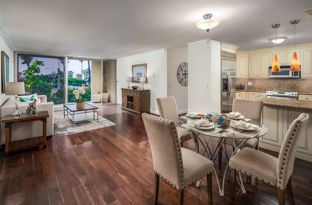 Main Photo: LA JOLLA Condo for sale : 2 bedrooms : 7811 Eads Ave #112