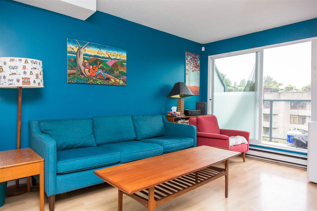 "Main Photo: 19 1345 W 4TH Avenue in Vancouver: False Creek Townhouse for sale in ""Granville Island Village"" (Vancouver West)  : MLS®# R2497950"