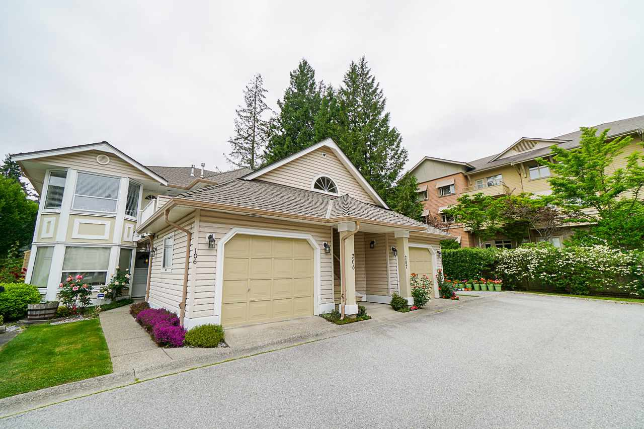 "Main Photo: 206 16031 82 Avenue in Surrey: Fleetwood Tynehead Townhouse for sale in ""SPRINGFIELD"" : MLS®# R2411898"