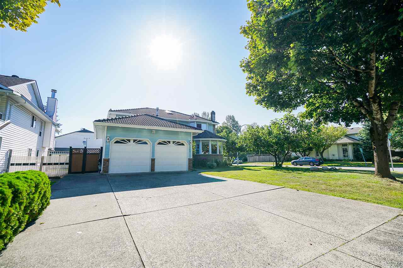 Main Photo: 9062 156A Street in Surrey: Fleetwood Tynehead House for sale : MLS®# R2487642