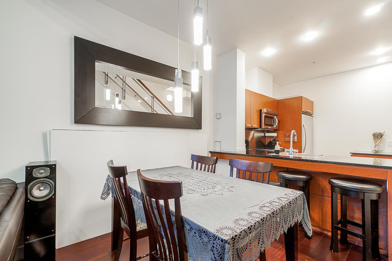 """Photo 11: Photos: 1243 SEYMOUR Street in Vancouver: Downtown VW Townhouse for sale in """"elan"""" (Vancouver West)  : MLS®# R2519042"""
