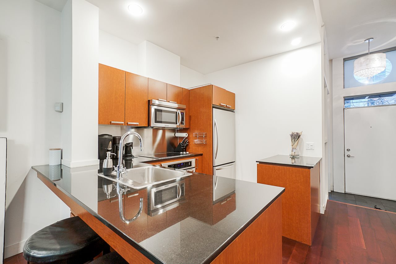 """Photo 9: Photos: 1243 SEYMOUR Street in Vancouver: Downtown VW Townhouse for sale in """"elan"""" (Vancouver West)  : MLS®# R2519042"""