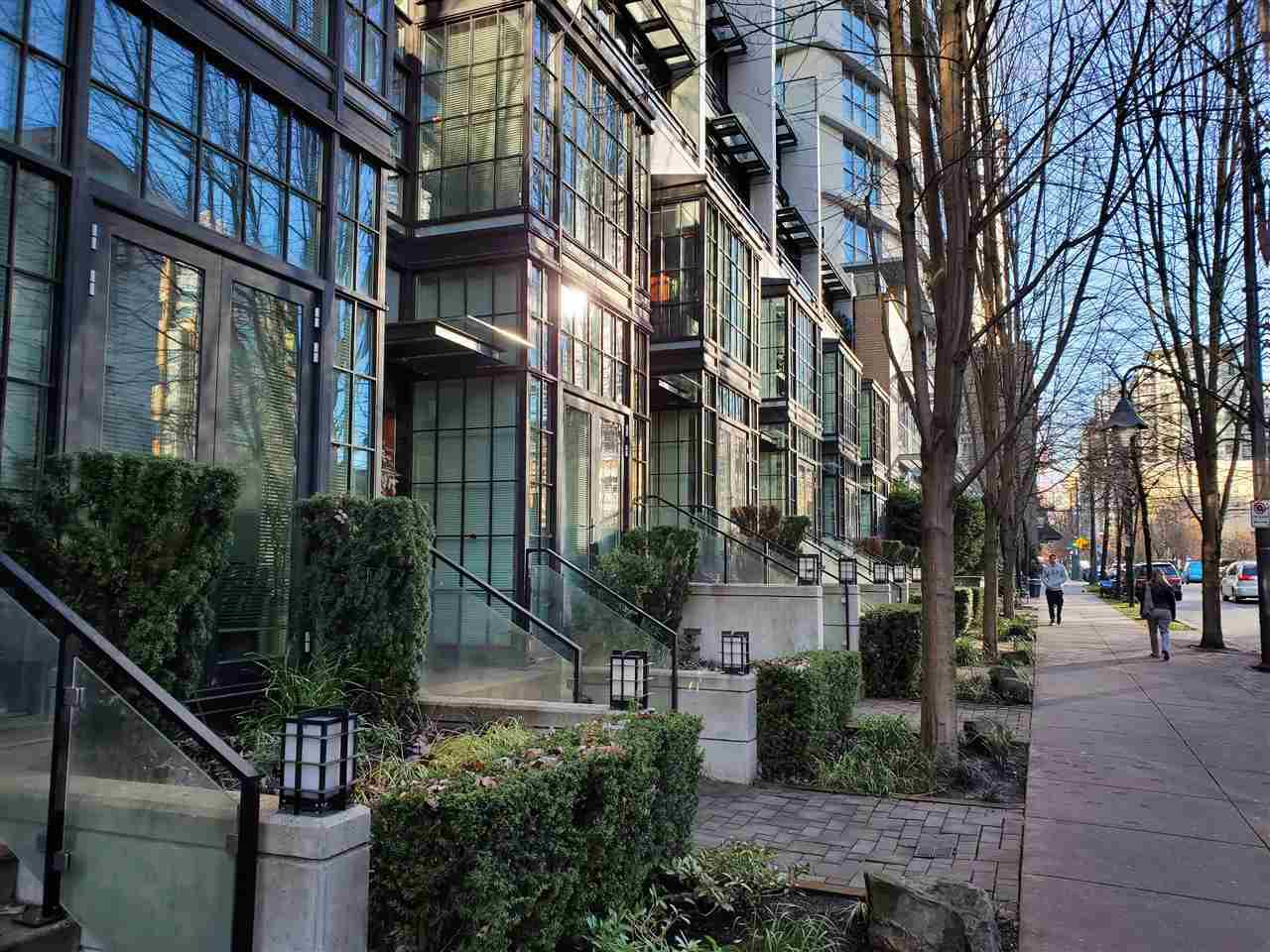 """Photo 1: Photos: 1243 SEYMOUR Street in Vancouver: Downtown VW Townhouse for sale in """"elan"""" (Vancouver West)  : MLS®# R2519042"""