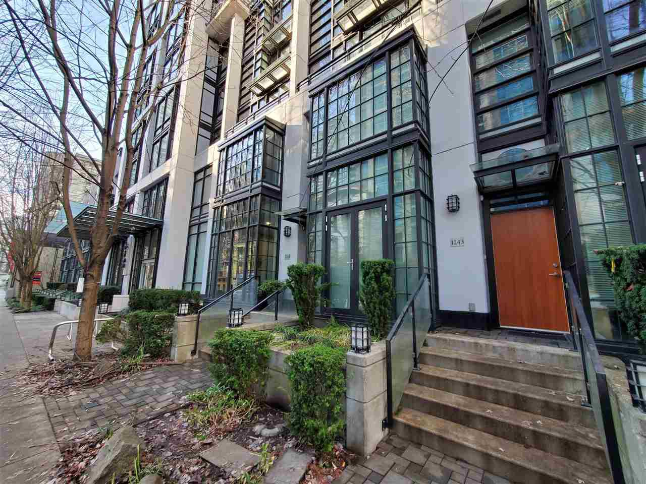 """Photo 19: Photos: 1243 SEYMOUR Street in Vancouver: Downtown VW Townhouse for sale in """"elan"""" (Vancouver West)  : MLS®# R2519042"""