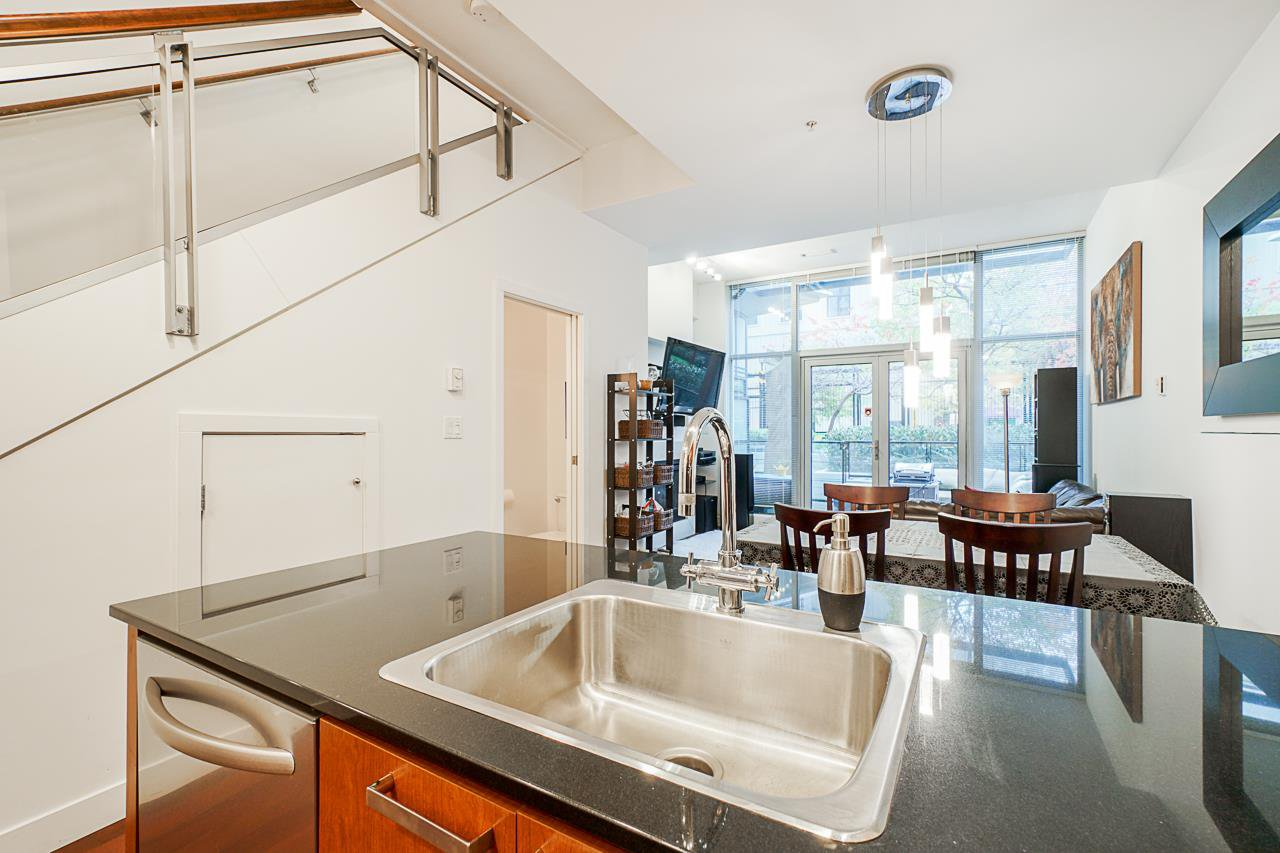 """Photo 8: Photos: 1243 SEYMOUR Street in Vancouver: Downtown VW Townhouse for sale in """"elan"""" (Vancouver West)  : MLS®# R2519042"""