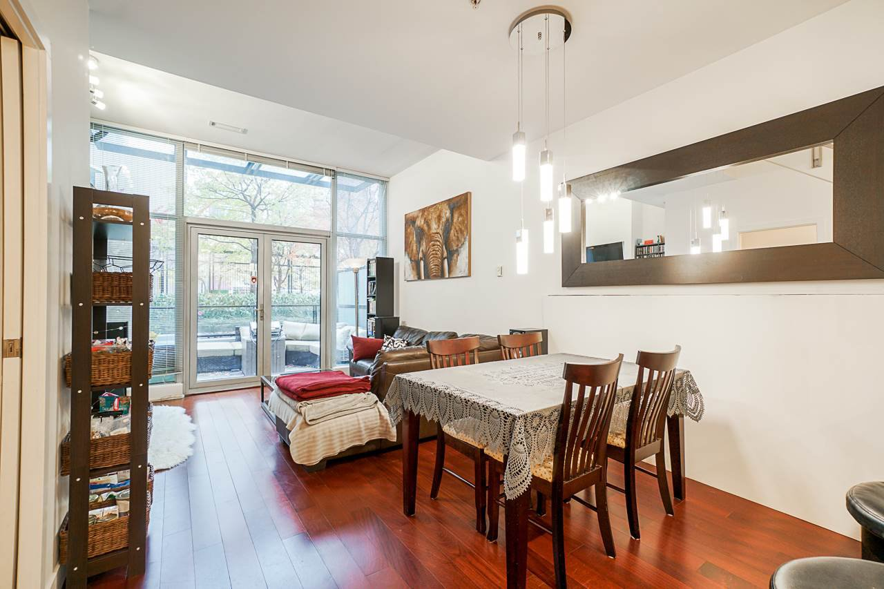 """Photo 10: Photos: 1243 SEYMOUR Street in Vancouver: Downtown VW Townhouse for sale in """"elan"""" (Vancouver West)  : MLS®# R2519042"""