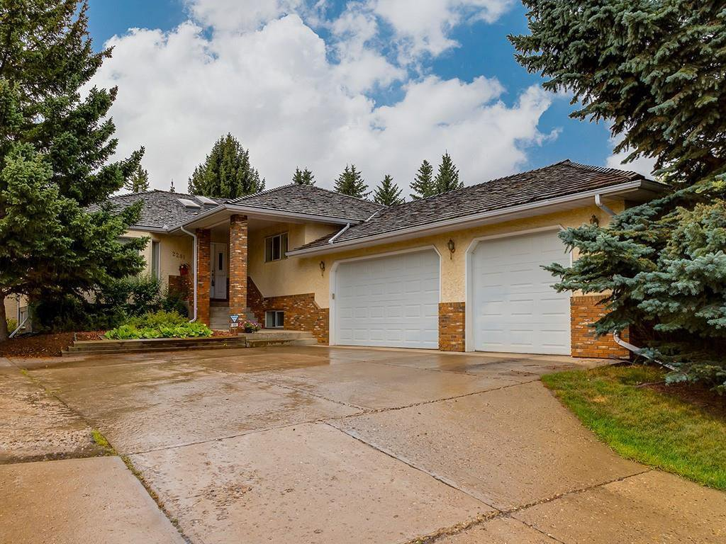 Main Photo: 2281 98 Avenue SW in Calgary: Palliser Detached for sale : MLS®# C4266022