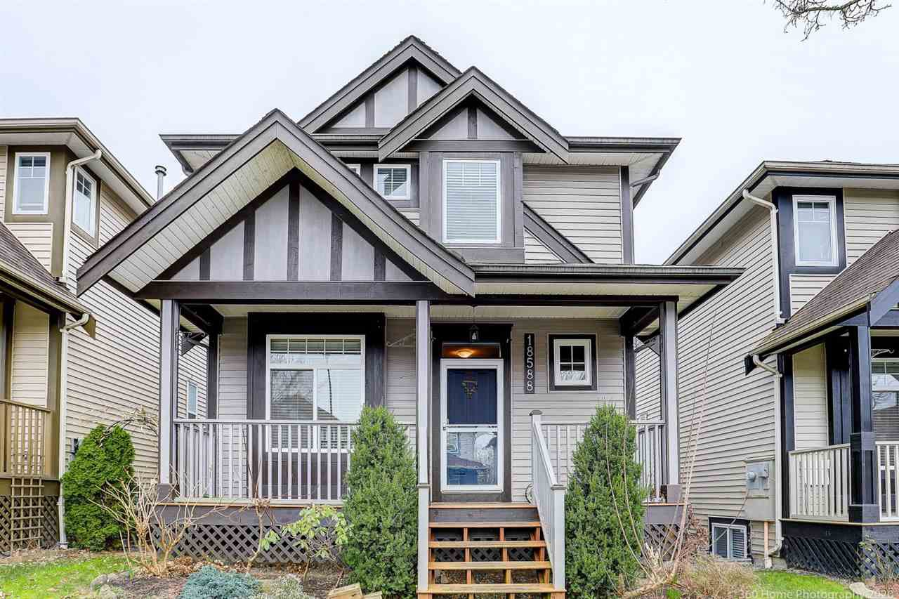 Main Photo: 18588 67 AVENUE in Surrey: Cloverdale BC House for sale (Cloverdale)  : MLS®# R2440245