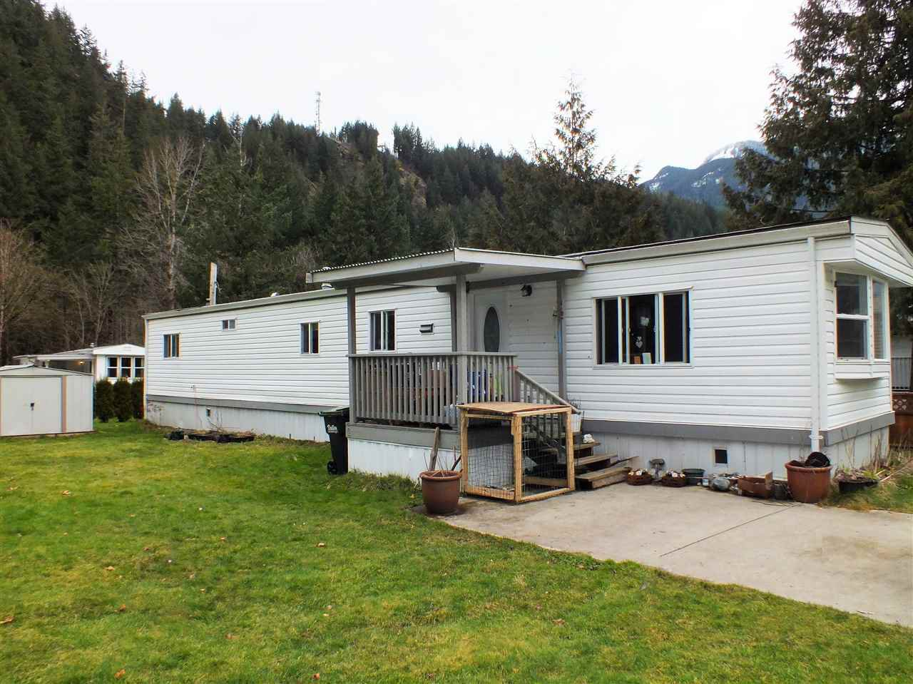 "Main Photo: 3A 65367 KAWKAWA LAKE Road in Hope: Hope Kawkawa Lake Manufactured Home for sale in ""CRYSTAL RIVER COURT"" : MLS®# R2474318"
