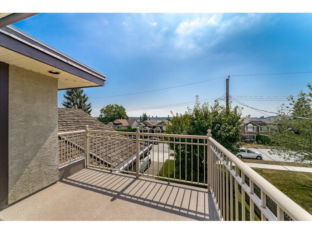 Photo 16: Photos: 831 QUADLING Avenue in Coquitlam: Coquitlam West House 1/2 Duplex for sale : MLS®# R2412905