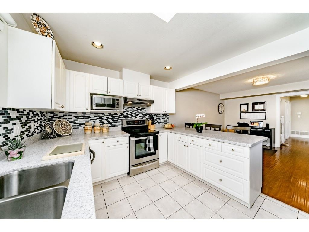Photo 8: Photos: 831 QUADLING Avenue in Coquitlam: Coquitlam West House 1/2 Duplex for sale : MLS®# R2412905