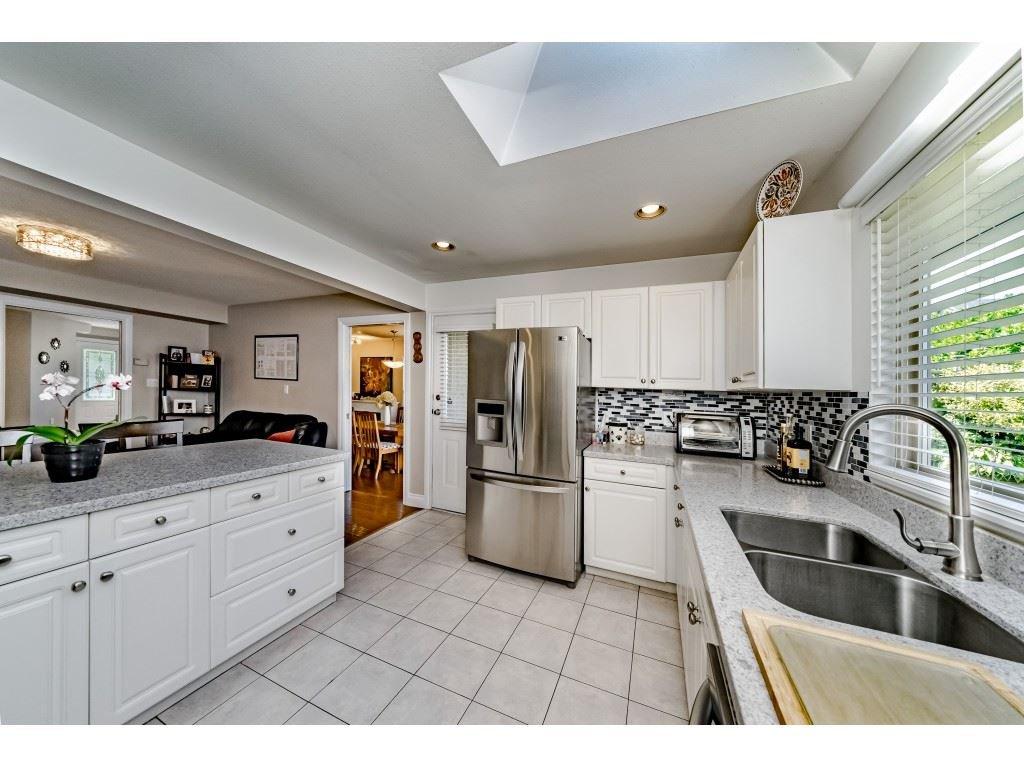 Photo 9: Photos: 831 QUADLING Avenue in Coquitlam: Coquitlam West House 1/2 Duplex for sale : MLS®# R2412905