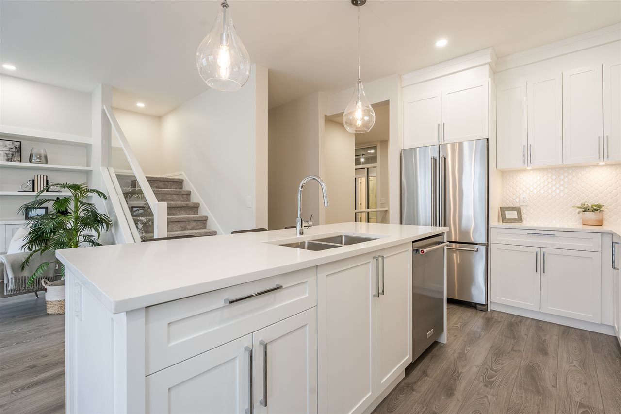 """Photo 4: Photos: 42 20327 72B Avenue in Langley: Willoughby Heights Townhouse for sale in """"TRIBUTE BY ESSENCE"""" : MLS®# R2464917"""