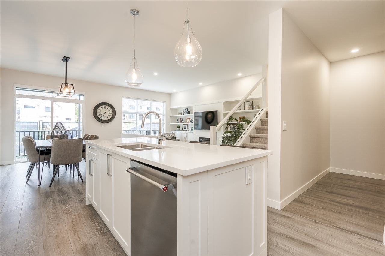 """Photo 5: Photos: 42 20327 72B Avenue in Langley: Willoughby Heights Townhouse for sale in """"TRIBUTE BY ESSENCE"""" : MLS®# R2464917"""