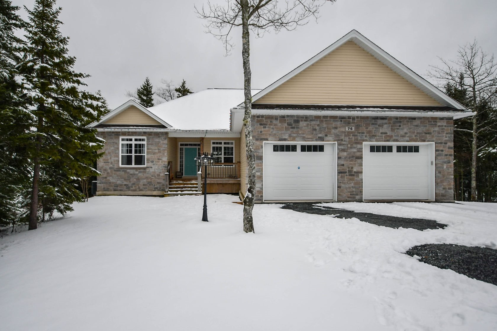 Main Photo: 76 Summerwood Lane in Hammonds Plains: 21-Kingswood, Haliburton Hills, Hammonds Pl. Residential for sale (Halifax-Dartmouth)  : MLS®# 202100335
