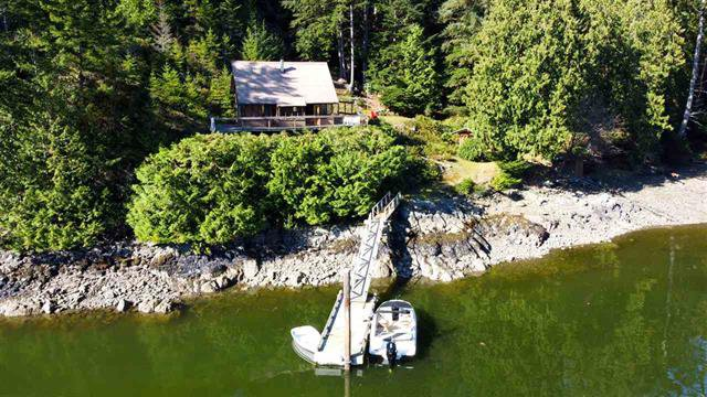 Main Photo: 8 Daisy Bay Estates in Sunshine Coast: Gambier Island House for sale (Islands-Van. & Gulf)  : MLS®# RR2503874