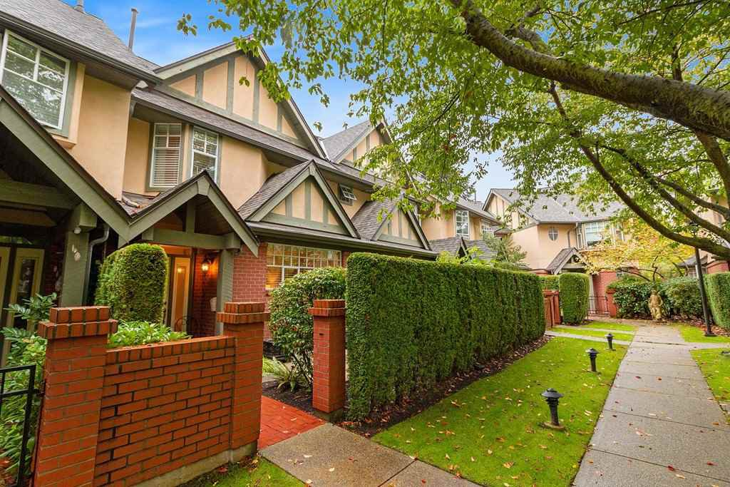 """Main Photo: 2 5880 HAMPTON Place in Vancouver: University VW Townhouse for sale in """"Thames Court"""" (Vancouver West)  : MLS®# R2516740"""