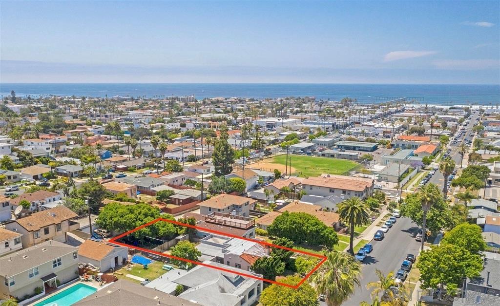Main Photo: OCEAN BEACH House for sale : 2 bedrooms : 4645 Santa Monica Ave in San Diego