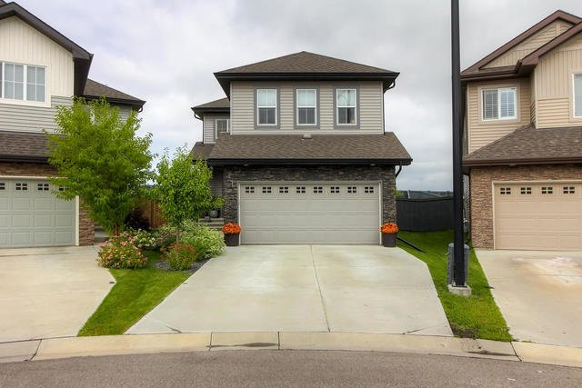 Main Photo: 910 ALBANY PT NW in Edmonton: Zone 27 House for sale : MLS®# E4170540