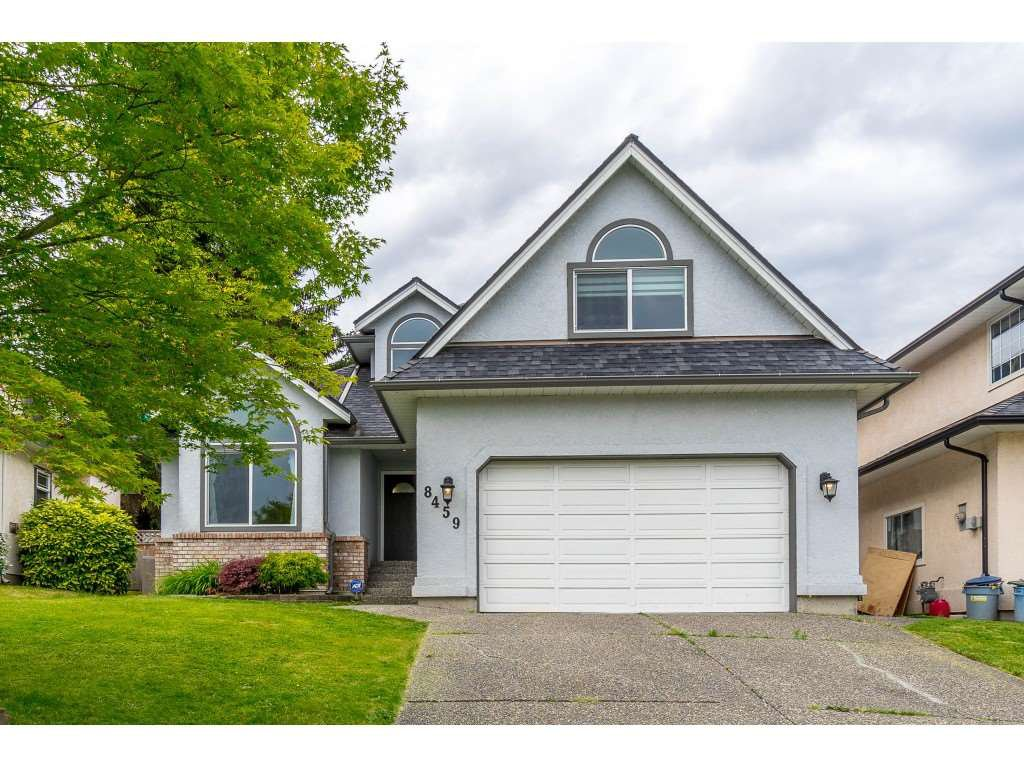 Main Photo: 8459 214 Street in Langley: Walnut Grove House for sale : MLS®# R2467697