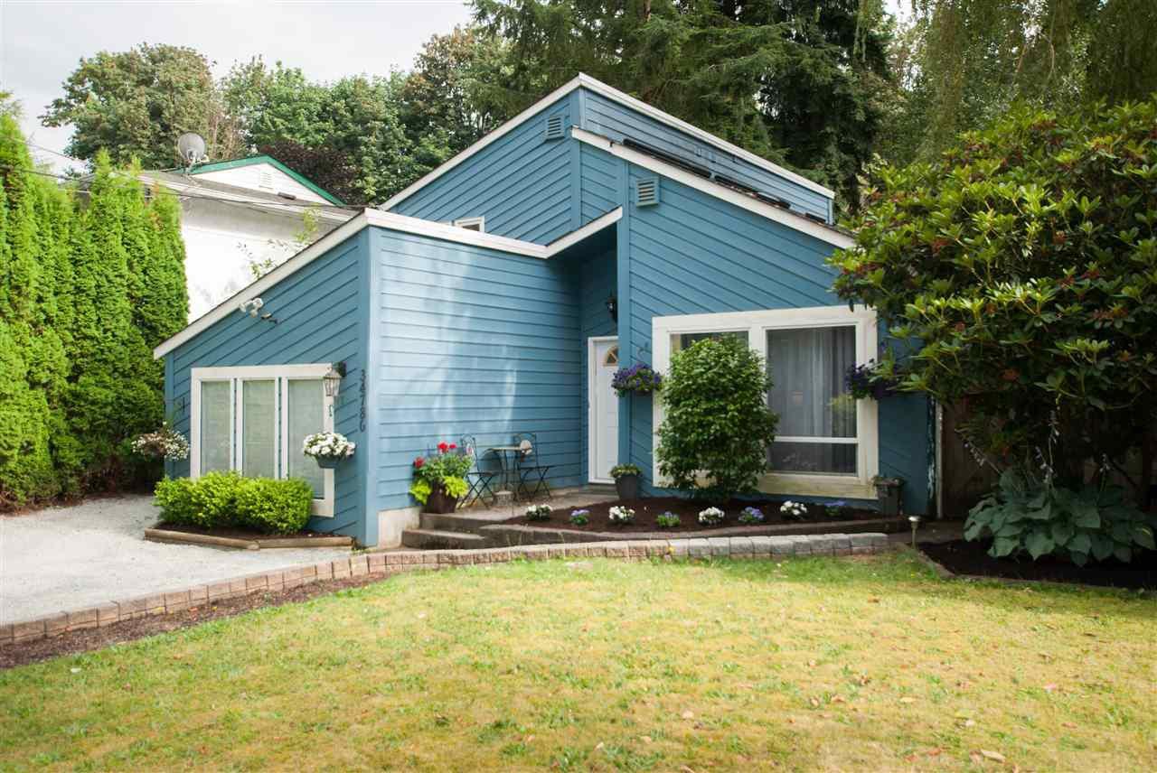 Main Photo: 34780 LABURNUM Avenue in Abbotsford: Abbotsford East House for sale : MLS®# R2479993