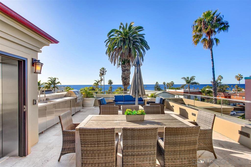 Main Photo: LA JOLLA Townhome for sale : 2 bedrooms : 6639 La Jolla Blvd