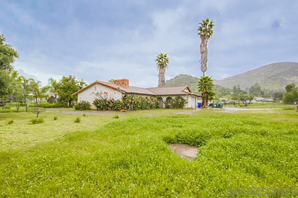 Main Photo: EL CAJON House for sale : 3 bedrooms : 9763 Flinn Springs Rd