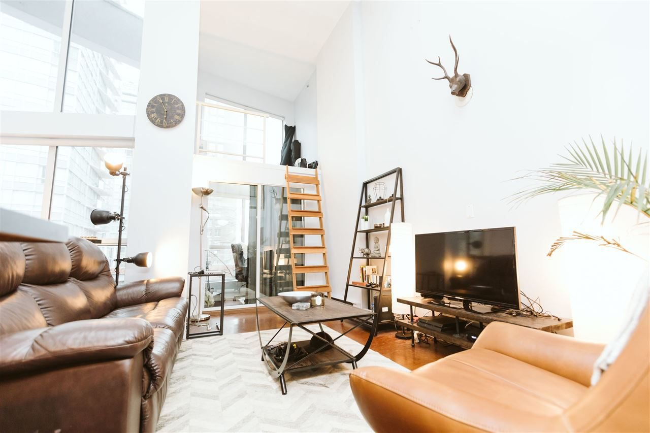 Main Photo: 319 933 SEYMOUR STREET in Vancouver: Downtown VW Condo for sale (Vancouver West)  : MLS®# R2233013