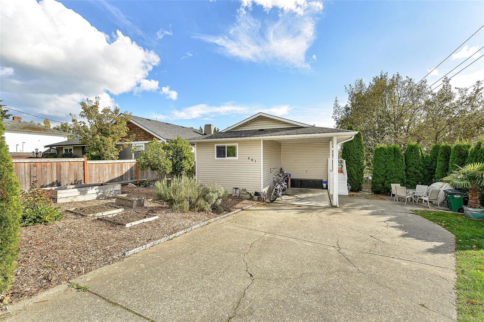 Main Photo: 601 Judah St in : SW Glanford House for sale (Saanich West)  : MLS®# 858075
