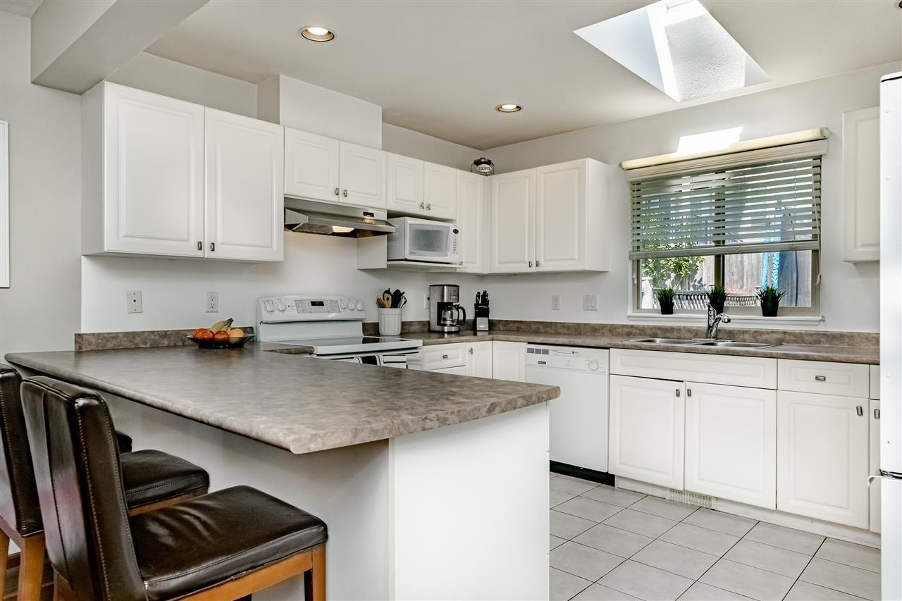 Photo 7: Photos: 833 QUADLING Avenue in Coquitlam: Coquitlam West House 1/2 Duplex for sale : MLS®# R2407327