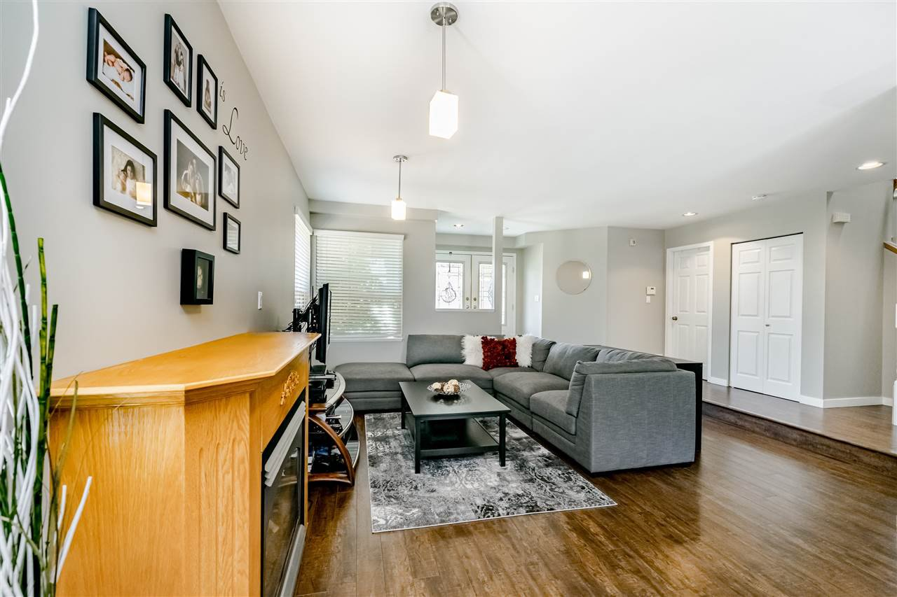 Photo 3: Photos: 833 QUADLING Avenue in Coquitlam: Coquitlam West House 1/2 Duplex for sale : MLS®# R2407327