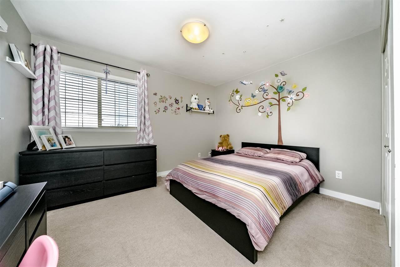 Photo 12: Photos: 833 QUADLING Avenue in Coquitlam: Coquitlam West House 1/2 Duplex for sale : MLS®# R2407327