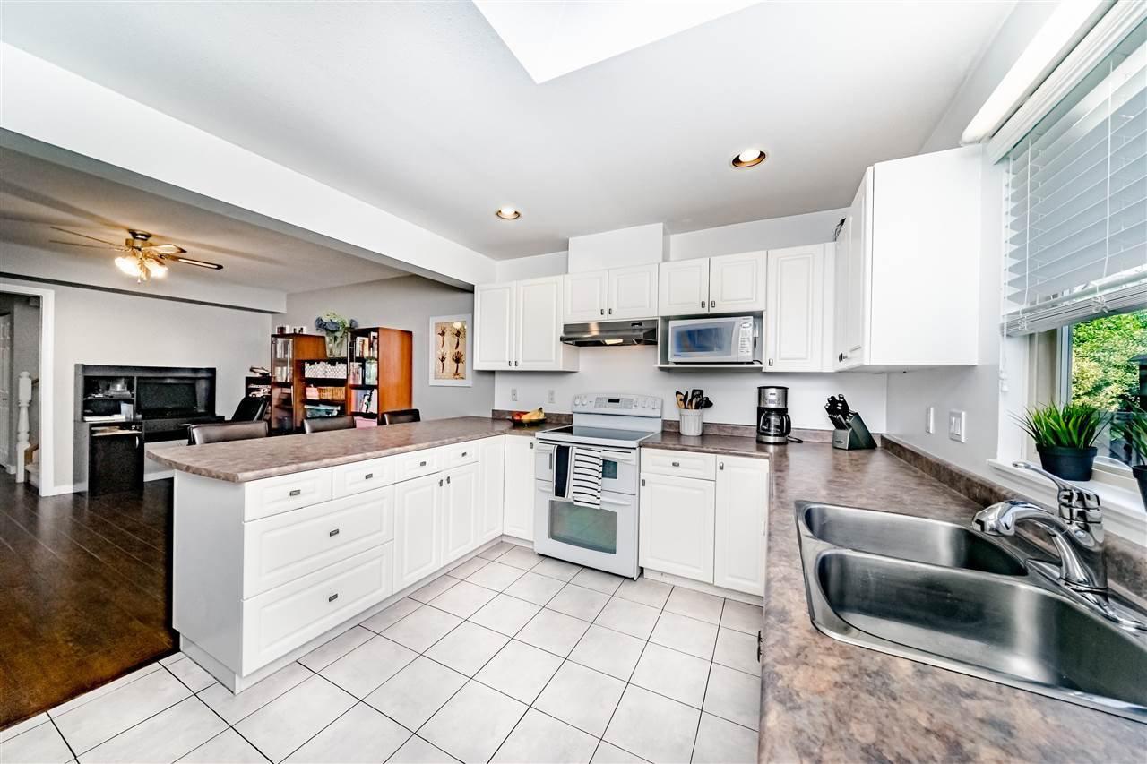 Photo 8: Photos: 833 QUADLING Avenue in Coquitlam: Coquitlam West House 1/2 Duplex for sale : MLS®# R2407327