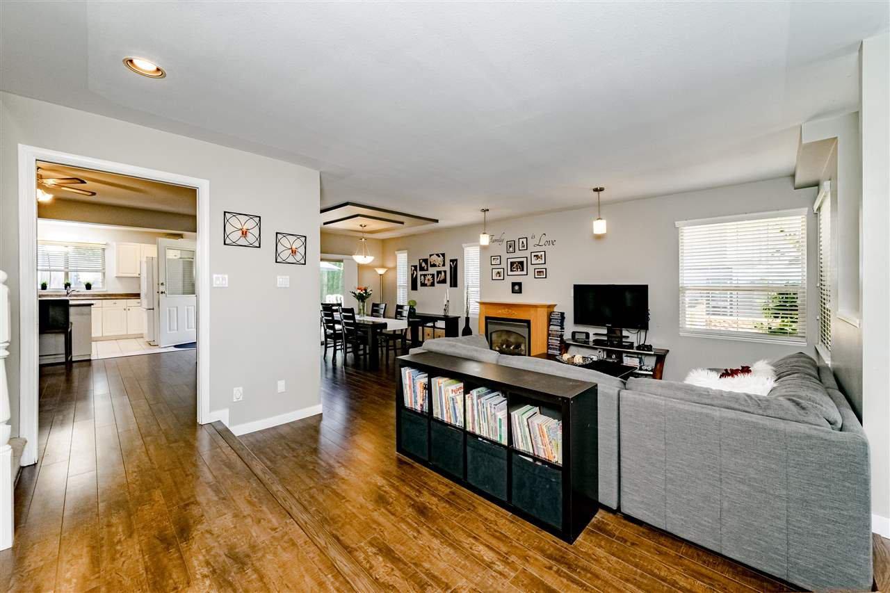 Photo 4: Photos: 833 QUADLING Avenue in Coquitlam: Coquitlam West House 1/2 Duplex for sale : MLS®# R2407327