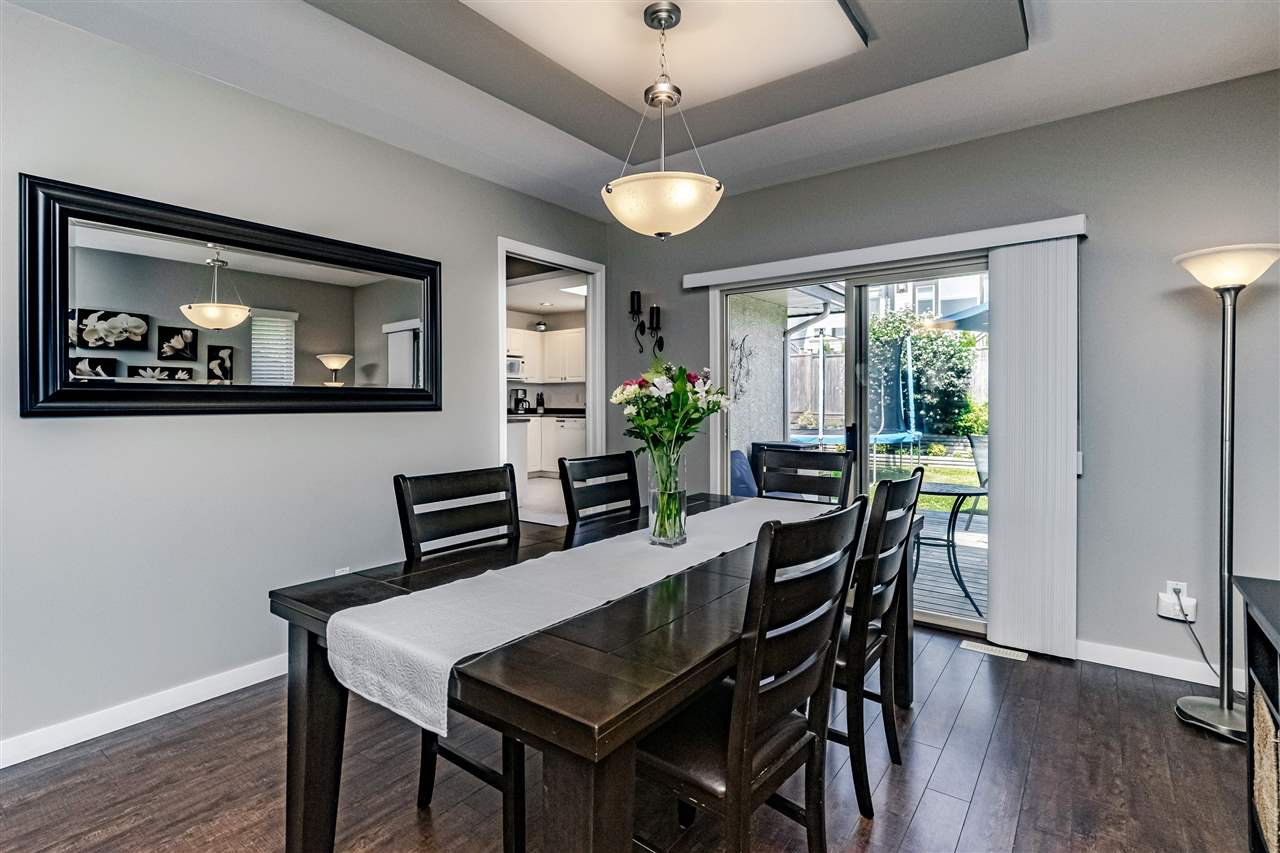 Photo 5: Photos: 833 QUADLING Avenue in Coquitlam: Coquitlam West House 1/2 Duplex for sale : MLS®# R2407327