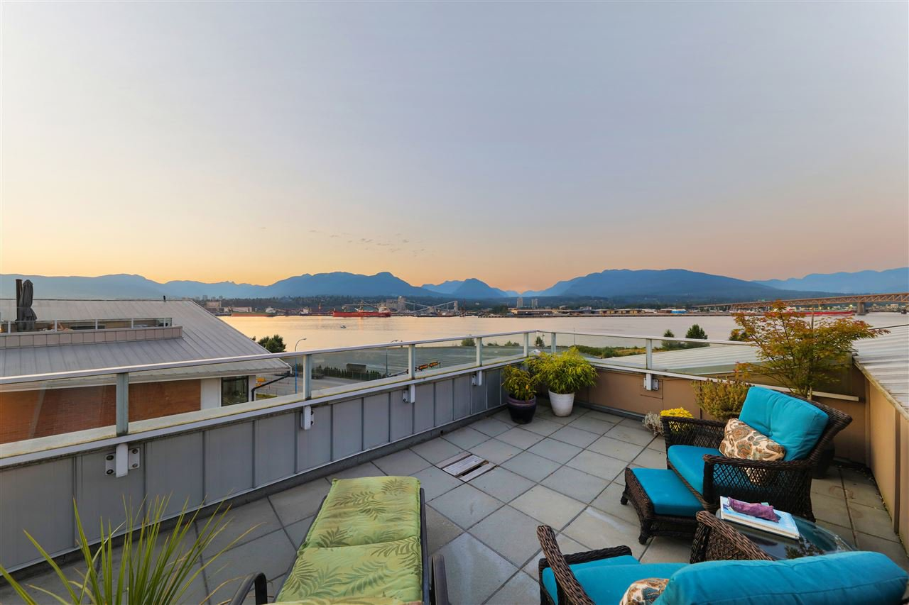 Main Photo: 2985 Wall St in Vancouver: Hastings Sunrise Townhouse for sale (Vancouver East)  : MLS®# R2495693