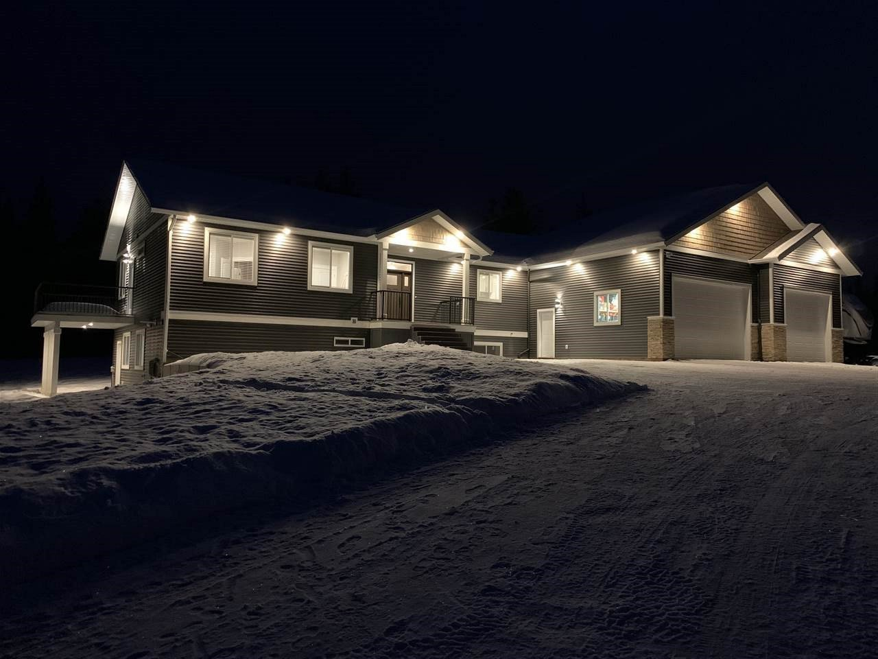 """Main Photo: 4425 MUERMANN Road in Prince George: Hobby Ranches House for sale in """"North Kelly"""" (PG Rural North (Zone 76))  : MLS®# R2527351"""