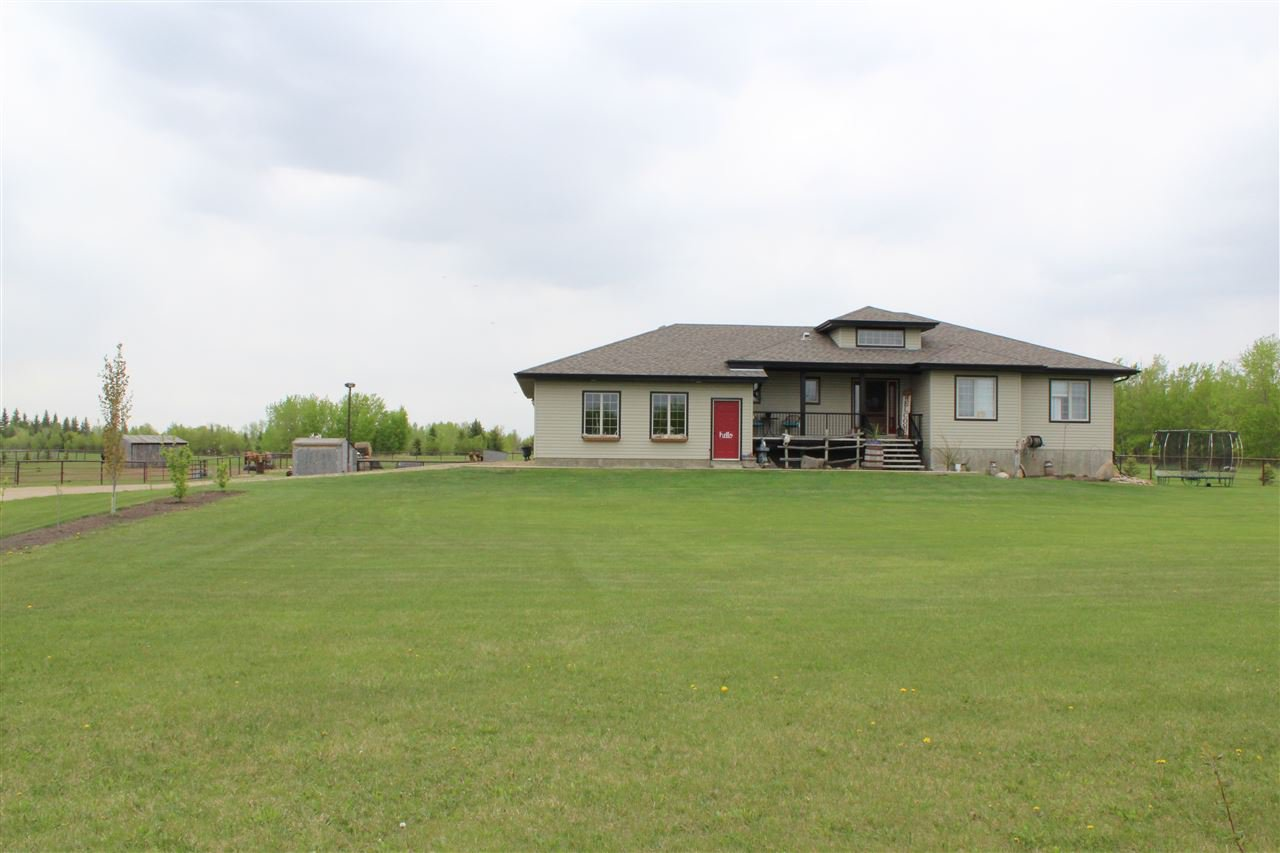 Main Photo: 126 MEADOW Crescent: Rural Sturgeon County House for sale : MLS®# E4183940