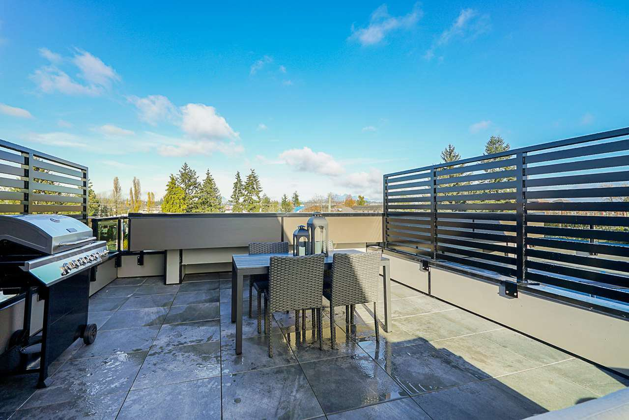Photo 19: Photos: 11 19670 55A Avenue in Langley: Langley City Townhouse for sale : MLS®# R2428309