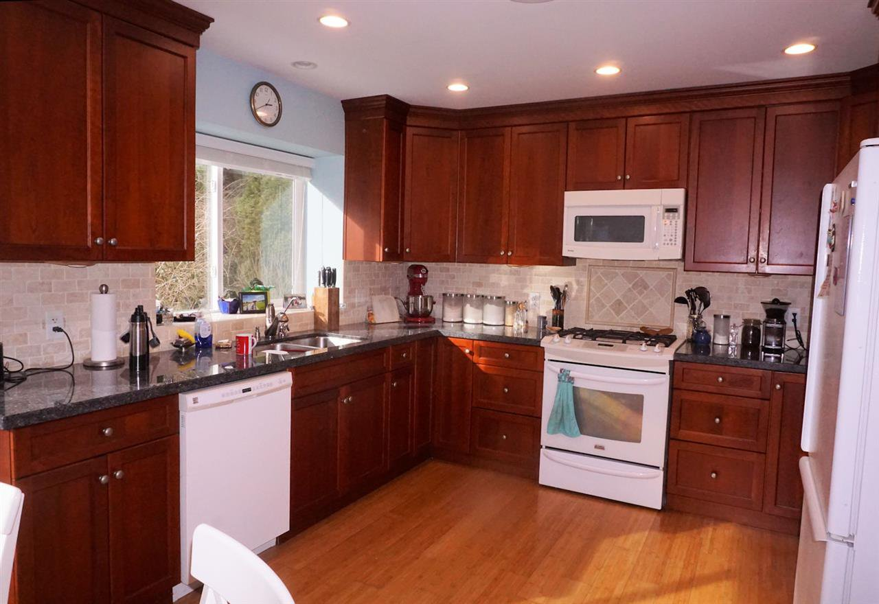 "Photo 3: Photos: 2501 GROSVENOR Place in Abbotsford: Central Abbotsford House for sale in ""Grosvenor Place"" : MLS®# R2439203"