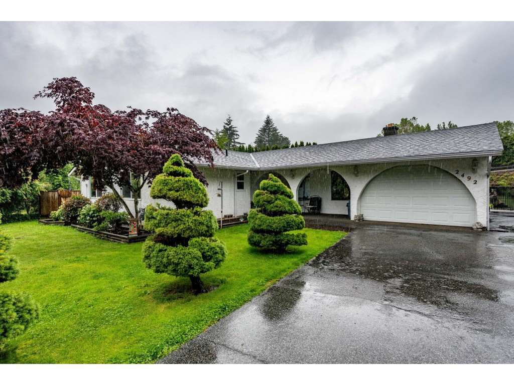 Main Photo: 2492 CAMERON Crescent in Abbotsford: Abbotsford East House for sale : MLS®# R2464314