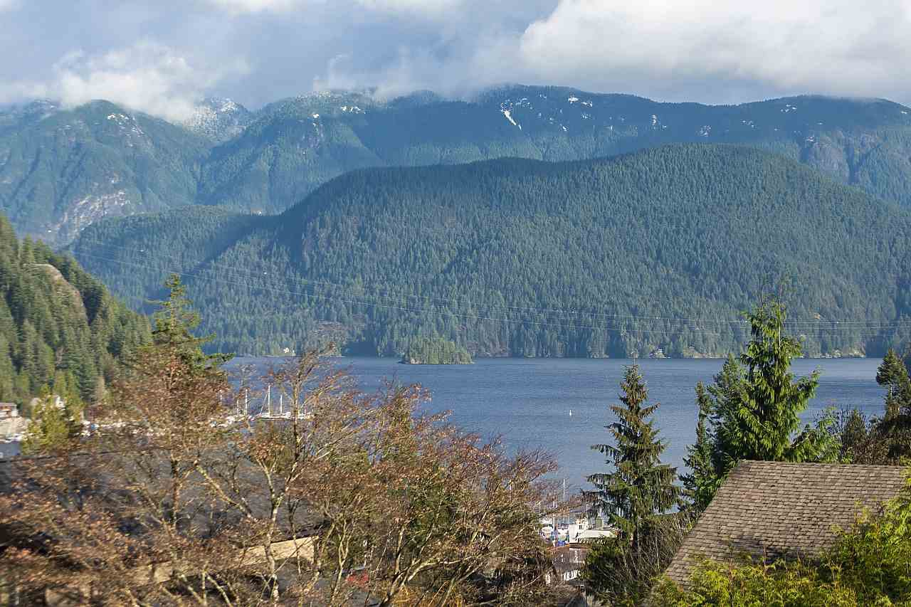 Main Photo: 2056 CLIFFWOOD ROAD in North Vancouver: Deep Cove House for sale : MLS®# R2521217