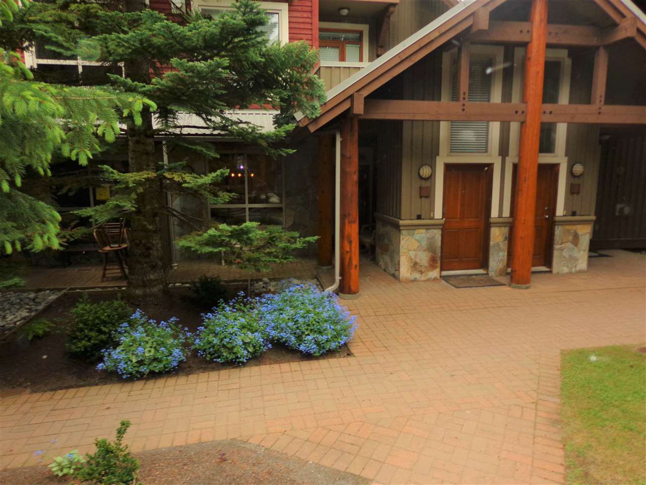 "Photo 2: Photos: 3 4385 NORTHLANDS Boulevard in Whistler: Whistler Village Townhouse for sale in ""SYMPHONY"" : MLS®# R2481356"